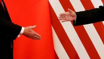 Foto: Donald Trump y Xi Jinping se dieron la mano en un comunicado conjunto en China el 9 de noviembre de 2017 (Reuters)