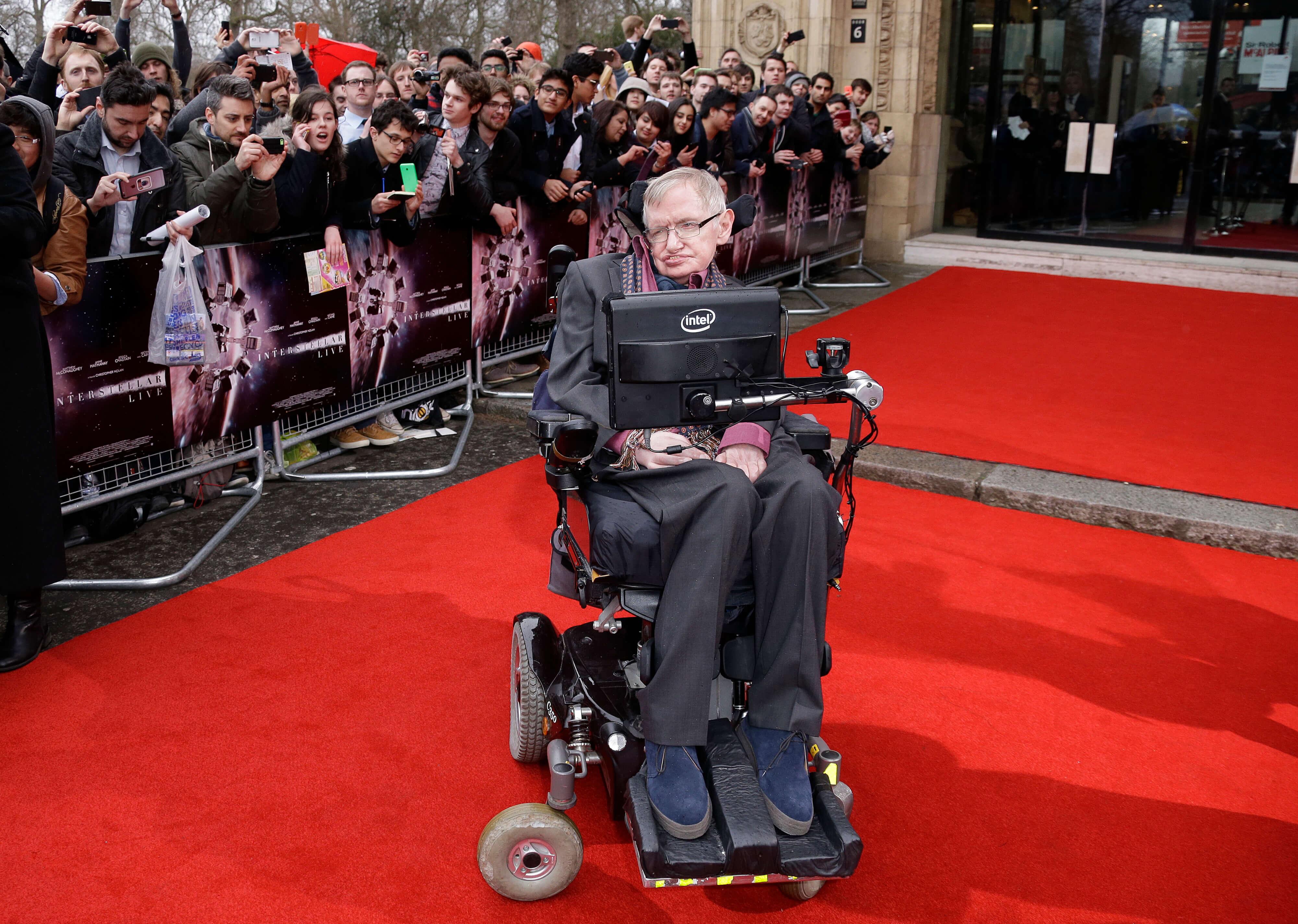 FOTO Enfermera de Stephen Hawking no atendió bien al científico y ya fue suspendida de su oficio AP londres