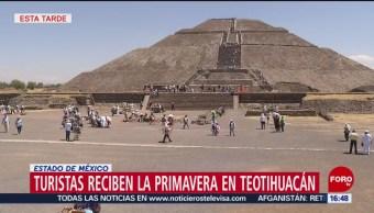 Foto: Turistas reciben la primavera en Teotihuacán