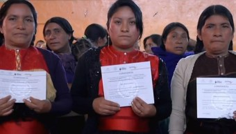 Entregan constancias de alfabetización a 600 mujeres indígenas de Chiapas