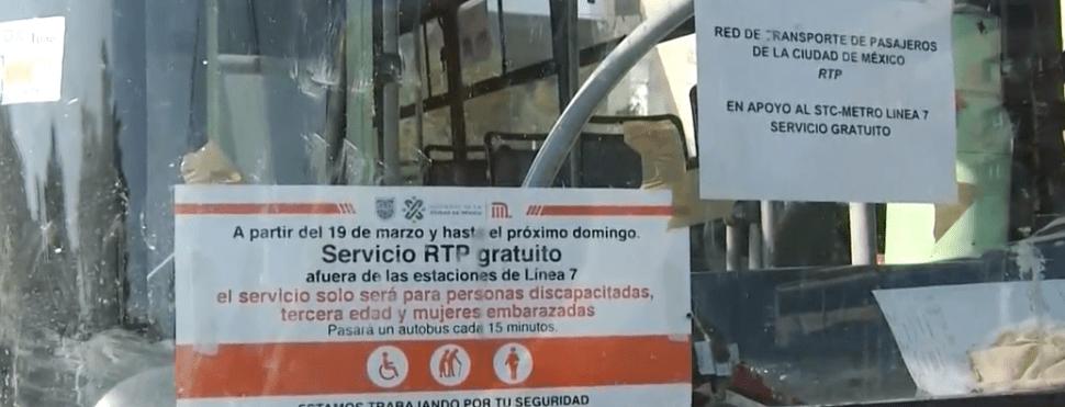 FOTO Camiones RTP prestan servicio gratuito a usuarios de línea 7 del Metro CDMX, donde se hacen trabajos de mantenimiento a las escaleras eléctricas (Noticieros Televisa 19 marzo 2019)