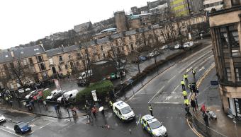 Foto: Vehículos de emergencia en la Universidad de Glasgow, 6 de marzo de 2019, Escocia