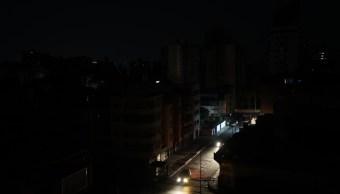Foto: Vista de un barrio a oscuras en Caracas, Venezuela, 31 marzo 2019