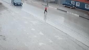Niño Se Salva De Morir Atropellado En Chechenia Rusia, Niño Se Salva Morir Atropellado, Video, Atropellamiento, Rusia, Chechenia