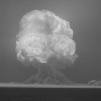 Video remasterizado de la primera explosión de una bomba atómica