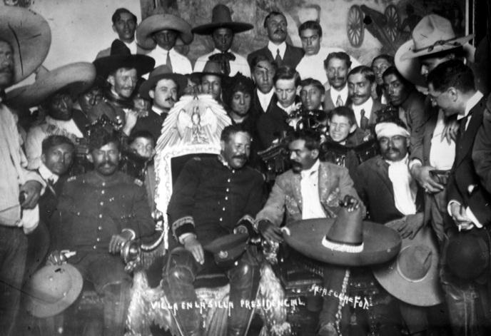 Los generales Villa y Zapata en la silla presidencial el 4 de diciembre 1914. (CC/Wikimedia)