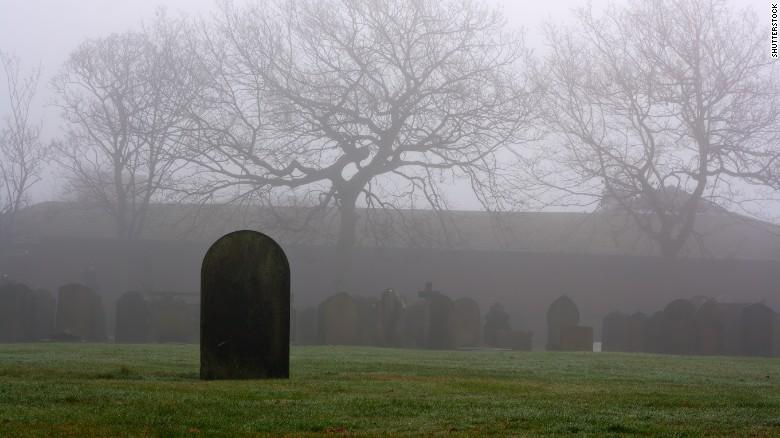 Actualmente, cerca de la mitad de los cadáveres de estadounidenses son cremados, mientras que el resto son enterrados en ataúdes que alentan su descomposición orgánica (CNN Archivo)