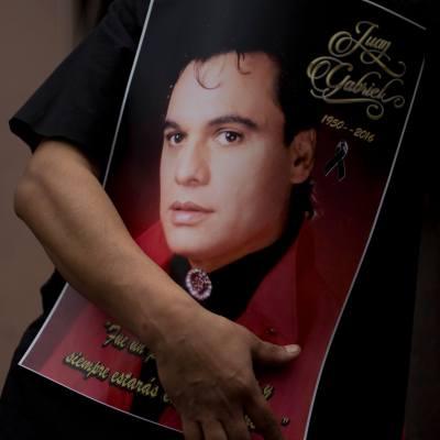AMLO: Juan Gabriel vive por sus canciones