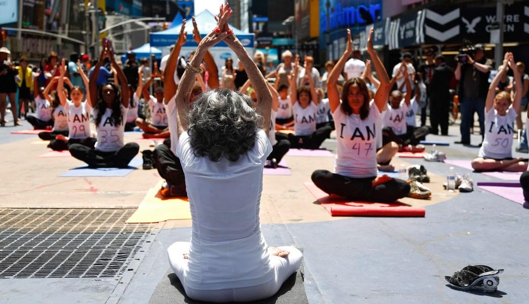 foto Mujer tiene 100 años y sigue dando clases de yoga 5 junio 2019