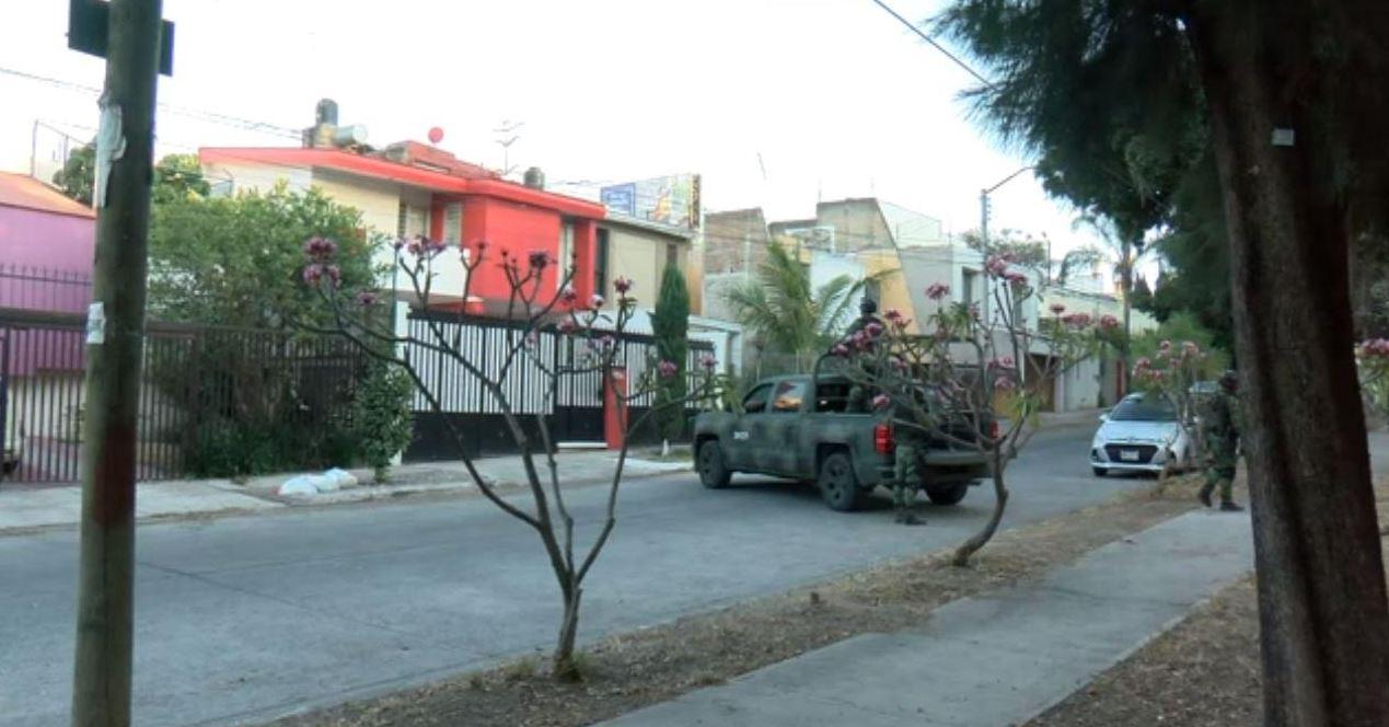 """Foto: Hallan arsenal en casa del narcotraficante Adrián Alonso Guerrero Covarrubias, alias """"El 8"""" o """"El M"""", detenido en Jalisco, el 13 de abril de 2019 (Noticieros Televisa)"""