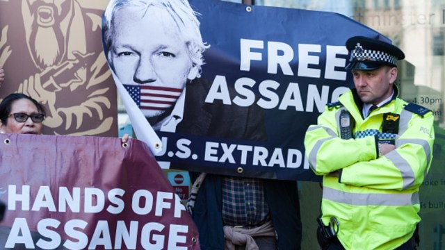 Foto: Abogada de Julian Assange dice que el fundador de WikiLeaks está dispuesto a cooperar con las autoridades suecas si reabren caso de violación contra él, abril 14 de 2019 (Getty Images)