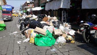 Foto: Se acumula la basura en Oaxaca por paro de trabajadores. 10 de abril 2019. Twitter @alfonsocruzoax