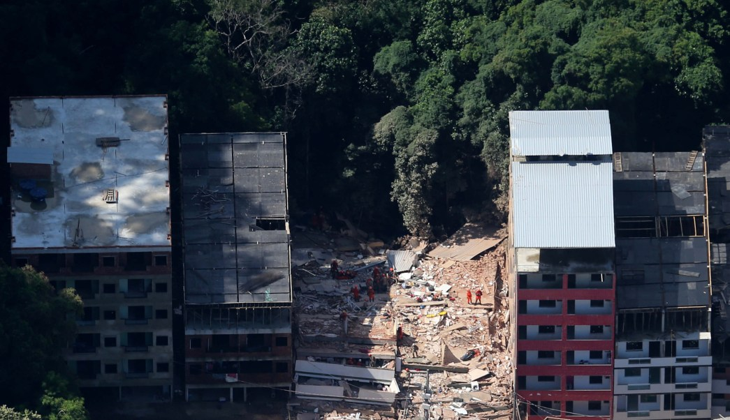 Foto: Dos edificios colapsaron en la comunidad de Muzena en Río de Janeiro, Brasil. El 12 de abril de 2019