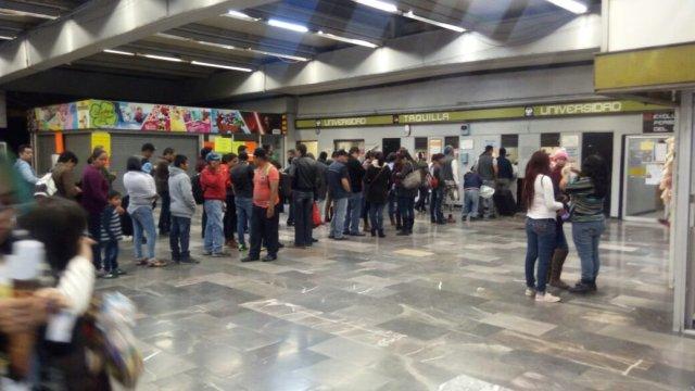 Foto Cae persona a las vías en Metro Universidad de Línea 3 CDMX 5 abril 2019