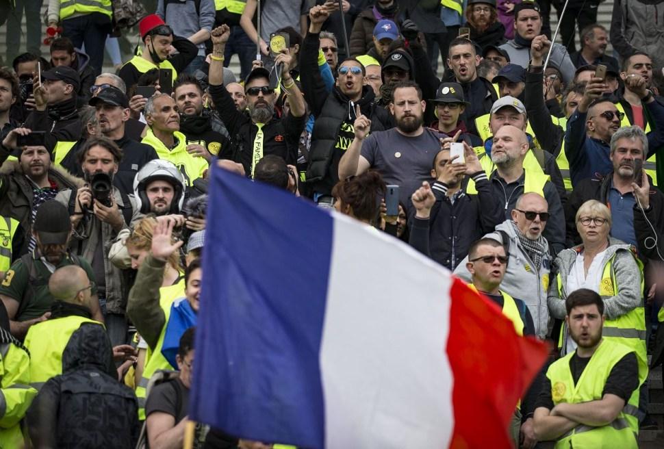 Foto: Integrantes del movimiento chalecos amarillos, 6 Abril 2019