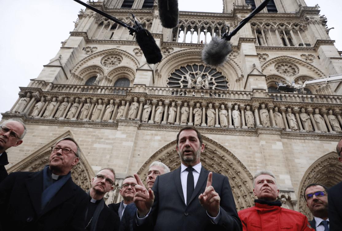 Foto: Ministro del Interior Christophe Castaner conversa con los medios,16 de abril de 2019, París