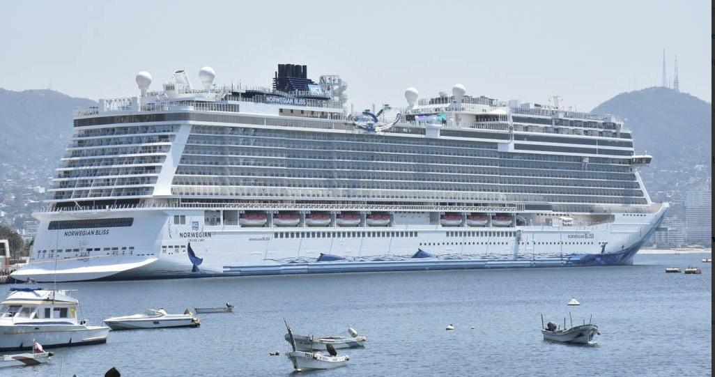 Foto: Arriba crucero al puerto de Acapulco, 9 de abril 2019. Twitter @AcapulcoGob