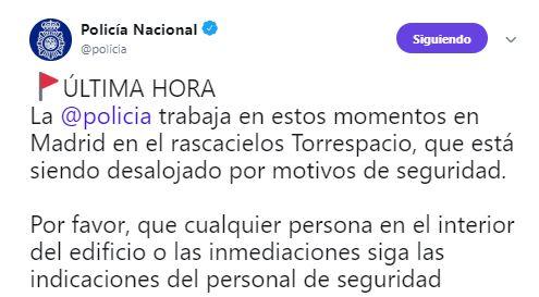 Foto Desalojan Torre Espacio, en Madrid, por amenaza de bomba 15 abril 2019