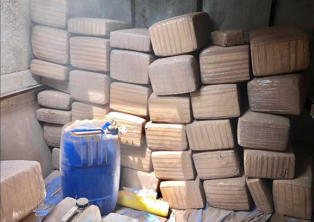 Foto: aseguran 47 paquetes de marihuana en avioneta, 18 de abril 2019. (Twitter @FGRMexico)