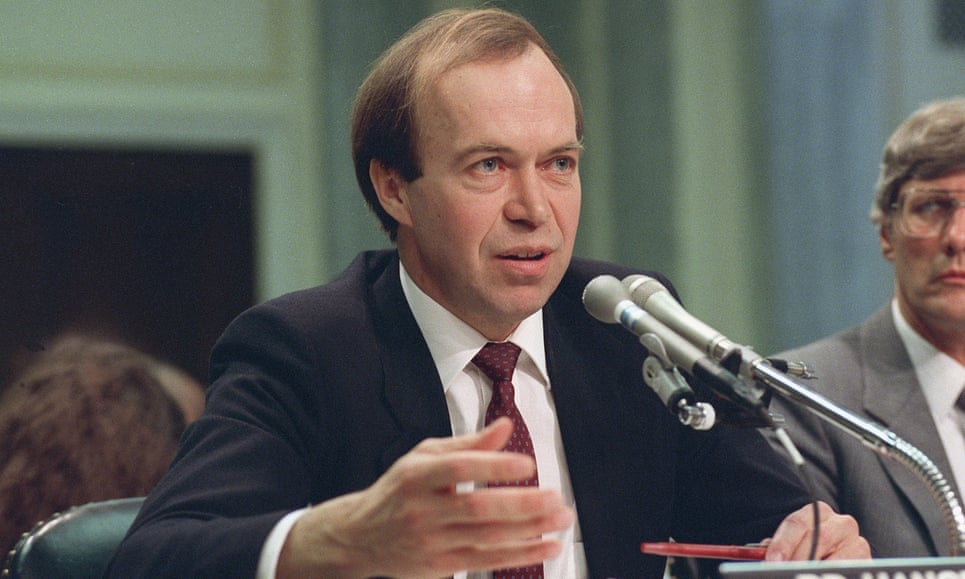 El científico de la NASA James Hansen testifica frente al senado de Estados Unidos el 8 de mayo de 1989, un año después de su histórico testimonio acerca del cambio climático (AP Images/Archivo)