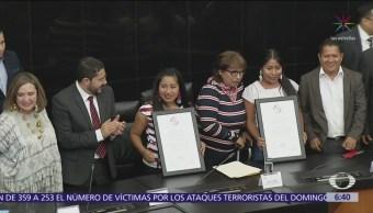 """Entregan reconocimiento a Yalitza Aparicio por """"victoria cultural"""""""