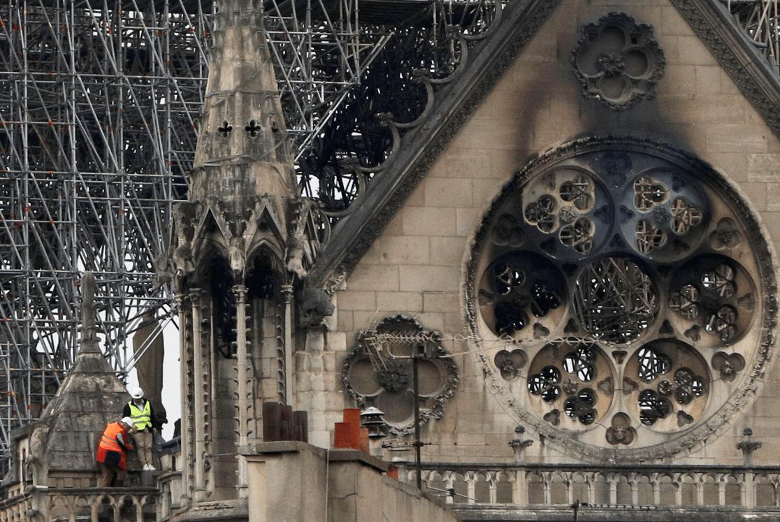 Foto: Expertos analizan daños sufridos en la catedral de Notre Dame,16 de abril de 2019, Francia