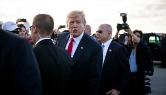 Foto: El presidente de Estados Unidos, Donald Trump, habla con reporteros en la pista del Aeropuerto Internacional de Palm Beach, en Florida. El 18 de abril de 2019