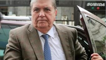 Foto: El expresidente de Perú, Alan García, sale de una camioneta. El 15 de noviembre de 2018