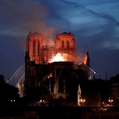 Vaticano, 'incrédulo y triste' por 'terrible' incendio en Notre Dame