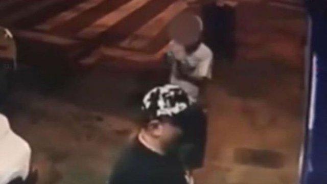 Foto: Un niño dispara contra un comerciante en la ciudad de Medellín, Colombia. El 27 de marzo de 2019