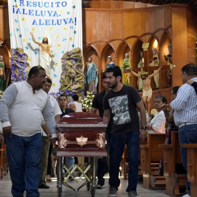 Minatitlán da último adiós a víctimas de multihomicidio