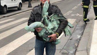 foto ¡Increíble! Encuentran gallo que coronaba la aguja de Notre Dame 16 abril 2019