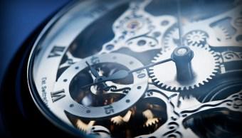 Foto: Antes de irse a dormir, adelante una hora sus relojes, el 6 de abril de 2019 (Getty Images, archivo)