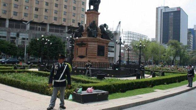 Foto Inadmisible honrar monumentos Colón y Cortés: Teresa Ramos 3 abril 019
