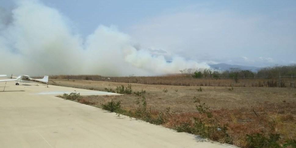 Incendio provoca suspensión de operaciones en aeropuerto de Chiapas
