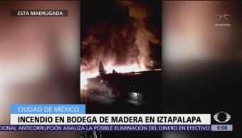 Incendio consume talleres de madera clandestinos en CDMX