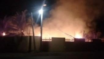 Foto: Se incendia palapa que funcionaba como salón de eventos sociales en Oaxaca, 3 de abril 2019. Noticieros Televisa