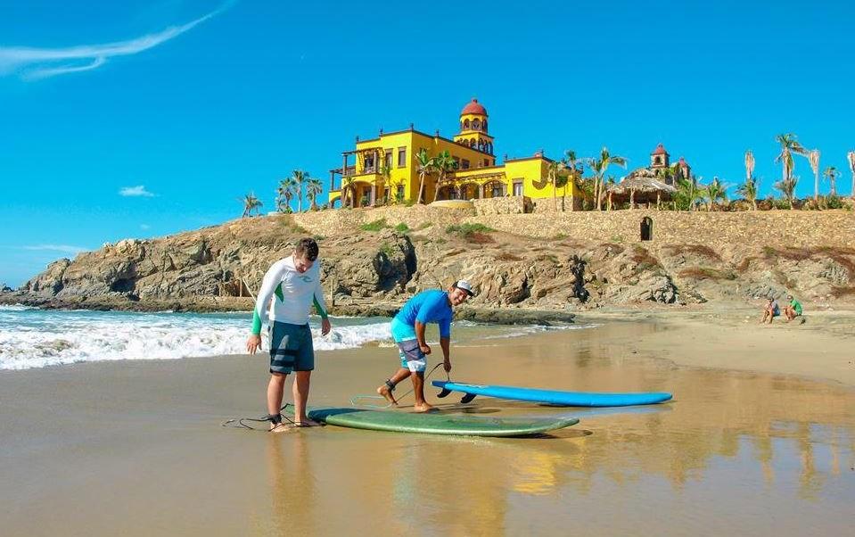 Imagen: Los Cabos cuenta con 6 puntos para principiantes y avanzados en el surf, el 7 de abril de 2019 (Twitter @VisitaLosCabos)