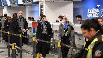 Despiden a empleados de aerolínea por falsificar su ingreso