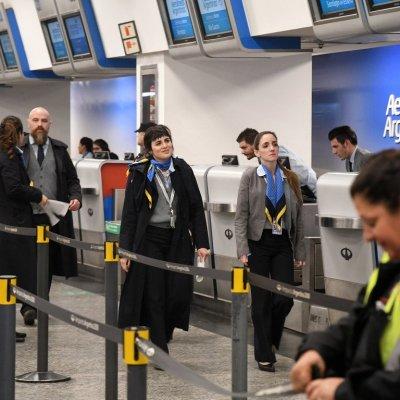 Despiden a empleados de aerolínea por falsificar ingreso