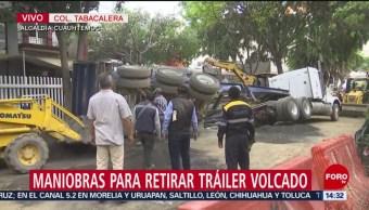 Foto: Maniobran Retirar Tráiler Volcado Tabacalera CDMX 3 de Abril 2019