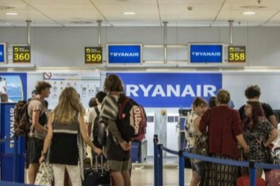 Detienen a un español por acuchillar a una mexicana y a un rumano en aeropuerto de Madrid