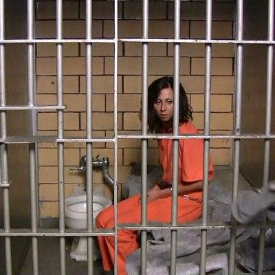 Mujer embarazada podría enfrentar cárcel porque su hijo de 3 años orinó en público