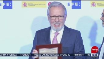 FOTO: Otorgan premio Rey de España a Joaquín López-Dóriga
