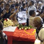 Foto: Peruanos desfilan frente al féretro de Alan García, 18 de abril de 2019, Italia