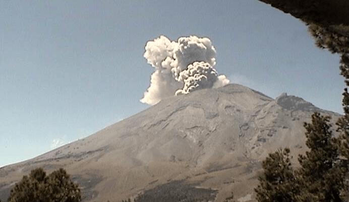 FOTO volcán Popocatépetl emite fumarola, podría caer ceniza en Morelos y Puebla (El volcán Popocatépetl emite fumarola, podría caer ceniza en Morelos y Puebla (Twitter @CNPC_MX 10 abril 2019)