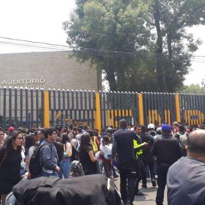 Alumnas de prepa 6 toman plantel en protesta por acoso de profesores