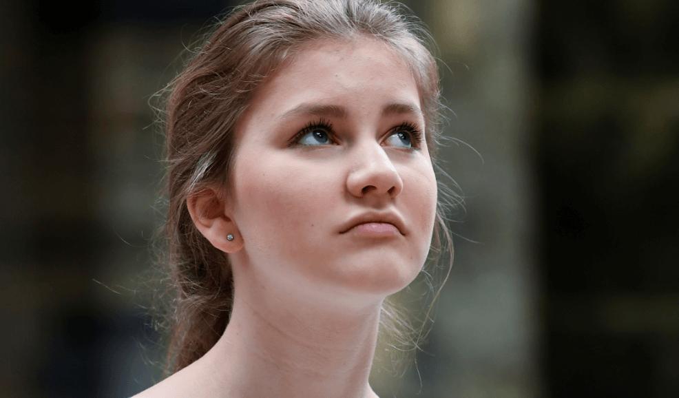 FOTO Princesa de Bélgica renuncia a 2500 euros diarios, prefiere estudiar (AP 24 junio 2018)