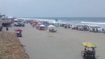 Foto: Vacacionistas disfrutan de las playas en Puerto Arista, Chiapas, 21 abril 2019