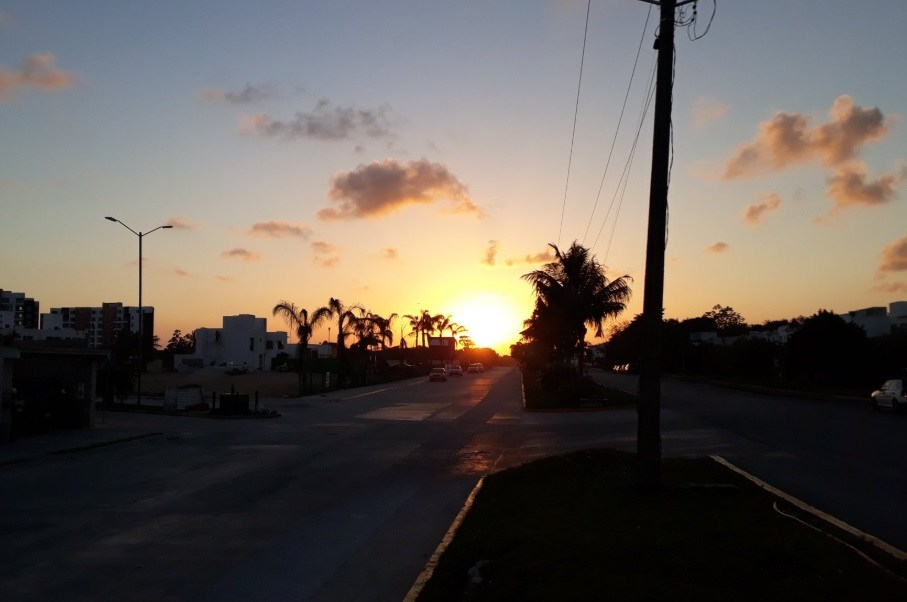 Foto: Captan el atardecer en Cancún, Quintana Roo, abril 7 de 2019 (Twitter: @SerratoysPerez)